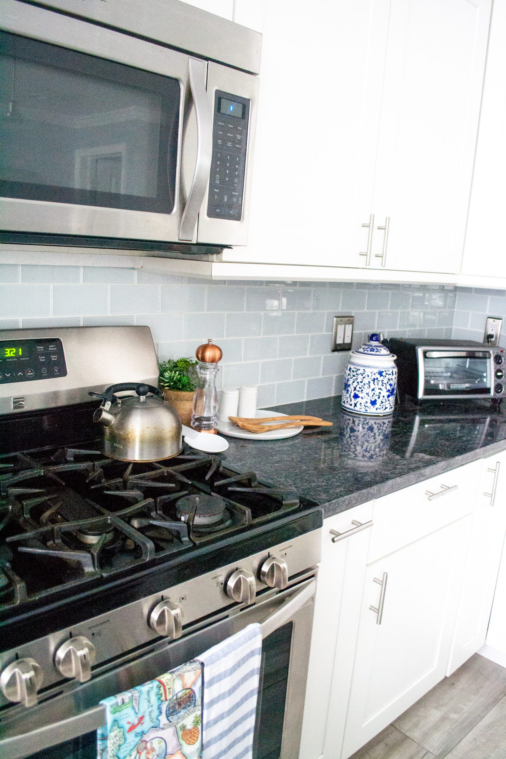 How We Decorated Our Kitchen on a Budget